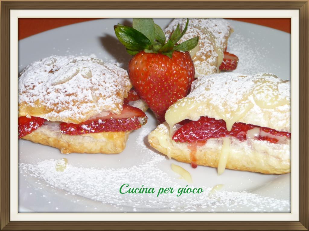 cucina per gioco Fagottini di sfoglia con cioccolato bianco e fragole